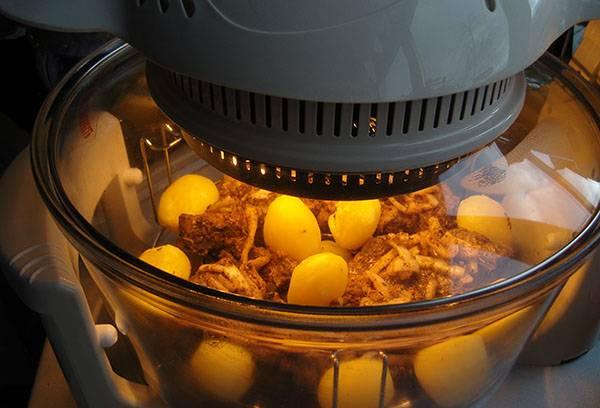 Приготовление мяса с картофелем в аэрогриле