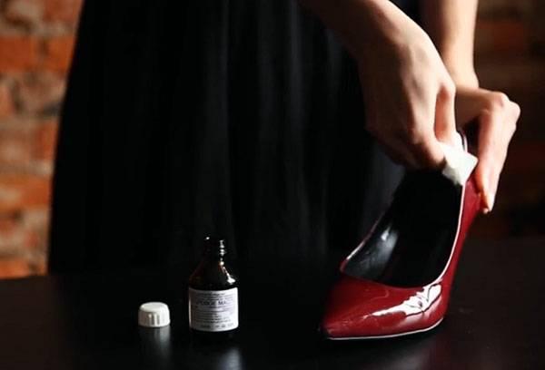 Обработка туфли, которая жмет