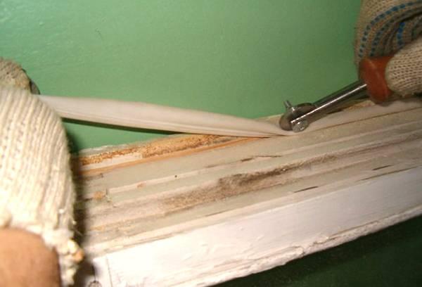 Утеплитель для деревянного окна