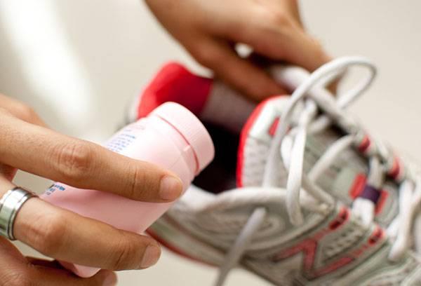 Использование дезодоранта для обуви