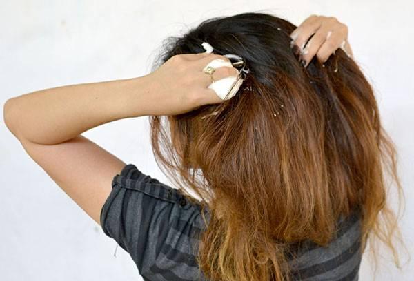 Нанесение пенки на волосы