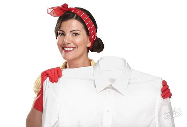 Чистая белая рубашка после стирки