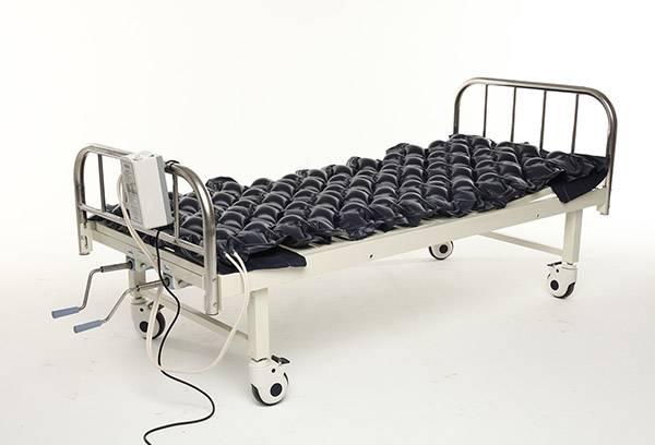 Кровать с противопролежневым матрасом