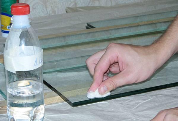 Обезжиривание поверхности оргстекла