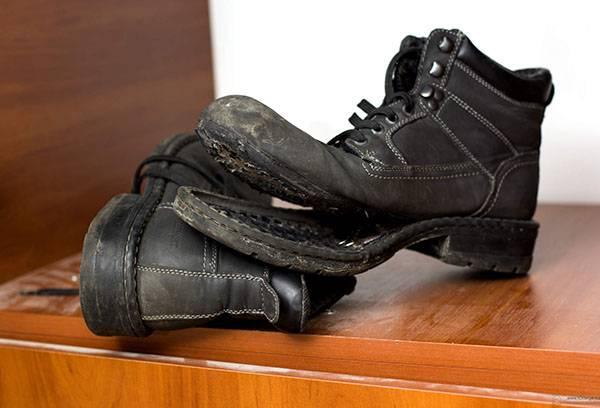 Рваный ботинок