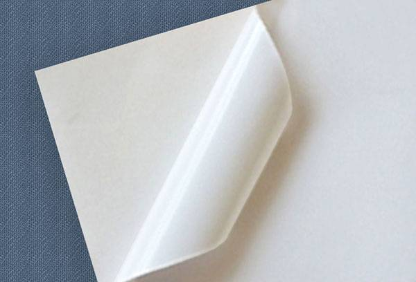 Белая самоклеящаяся бумага