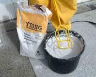 Перемешивание клея для газобетона
