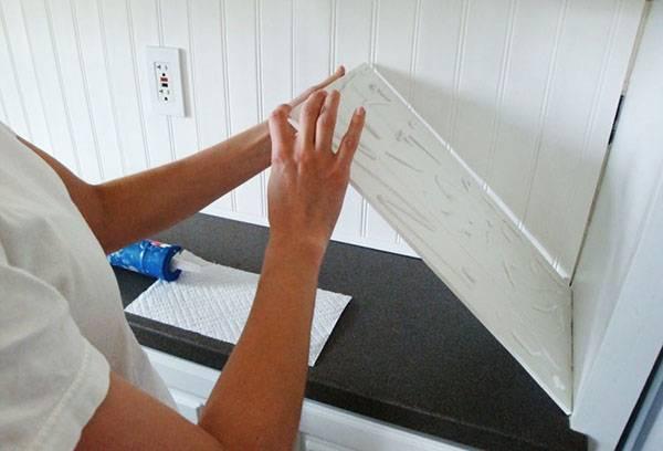 Укладка кухонного фартука из ПВХ