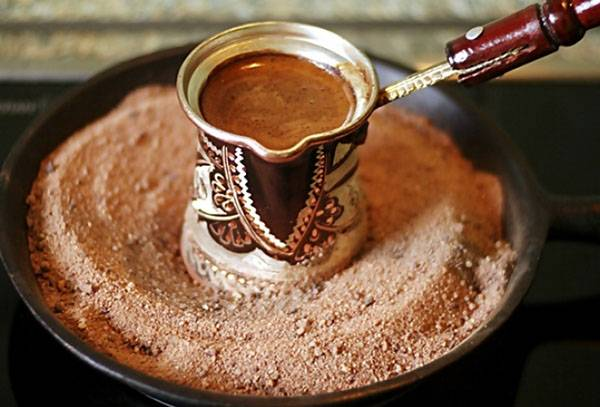 Приготовление кофе по-турецки в песке