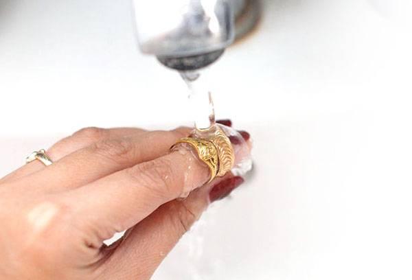 Мытье позолоченного кольца