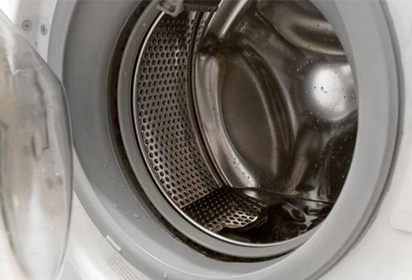 Вода в баке стиральной машинки