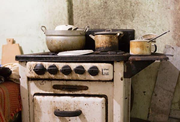 Грязная кухонная плита