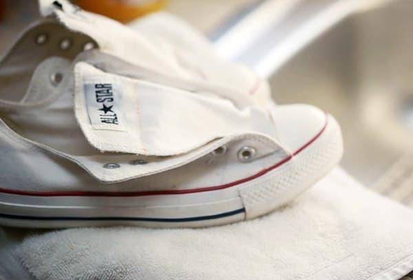 ee354e28d9ab Как стирать тканевые кеды в стиральной машине и вручную – моем ...