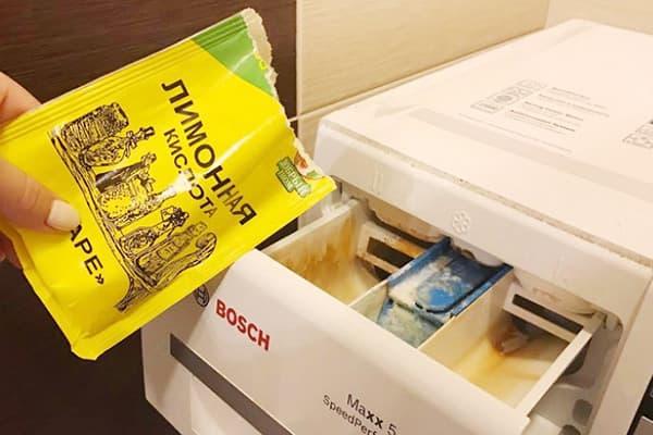 Добавление лимонной кислоты в лоток стиральной машины