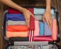 Укладывание вещей в чемодан