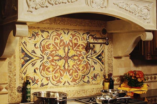 Мозаичное панно над кухонной плитой