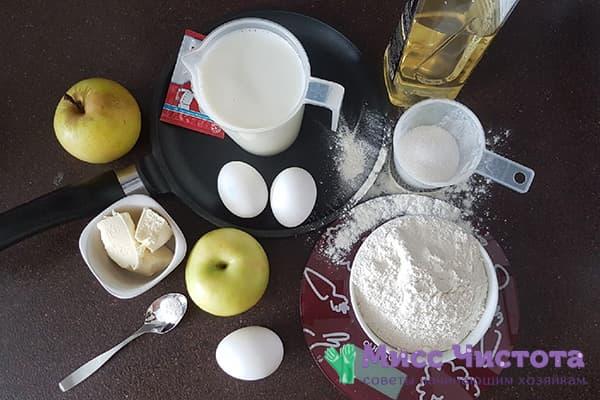 Ингредиенты для блинов с яблочным припеком