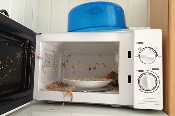 Еда взорвалась в микроволновке