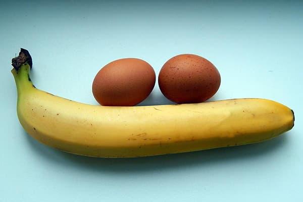 Банан и два яйца