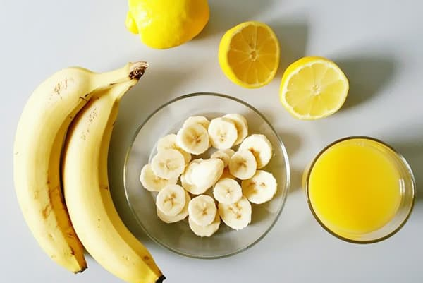 Бананы, лимоны и яичные желтки