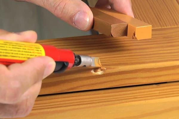 Применение твердого воска для мебели