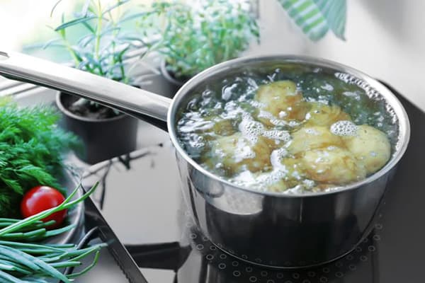 Варка позеленевшего картофеля