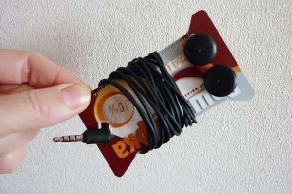 Органайзер для наушников из пластиковой карты