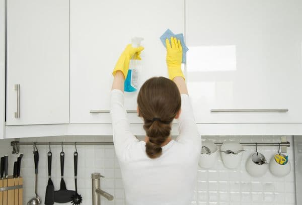 Чистка кухонных шкафов