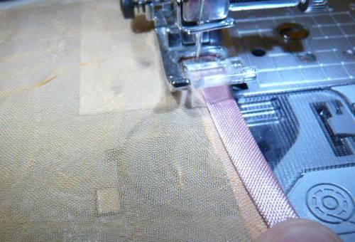 Обработка края тюля косой бейкой