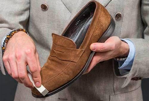 Фото 2- Уход за замшевой обувью