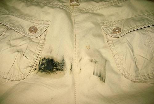 Пятно мазута на хлопковых брюках