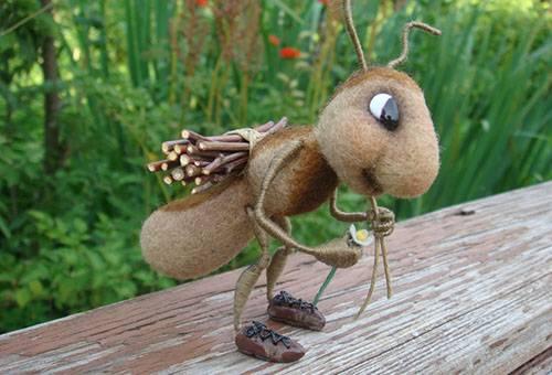 Игрушка муравей