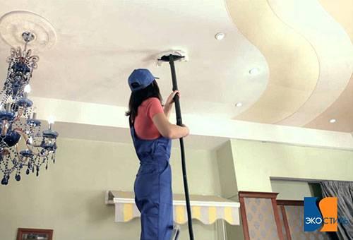 Сухая очистка натяжного потолка