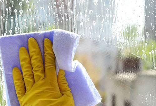 Мытье оконного стекла