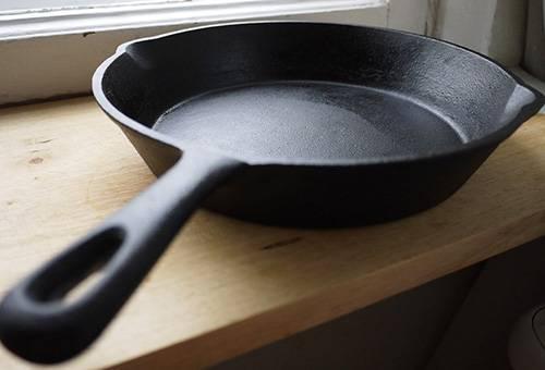 Чугунная сковорода после прокаливания