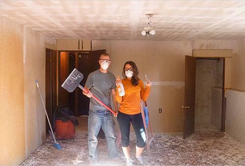 Подготовка к снятию побелки с потолка