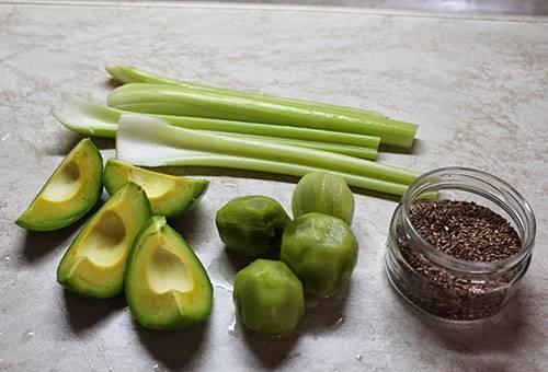 Очищенные авокадо и киви