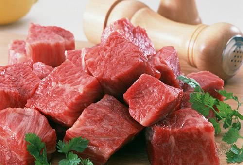 Мясо, порезанное кубиками