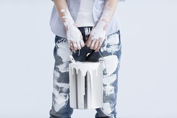 Пятна от водоэмульсинной краски на джинсах
