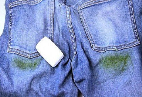 мыло на испачканных джинсах