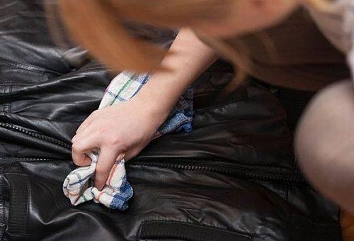 пятно от жира на кожанной куртке