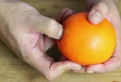 чистка апельсина руками
