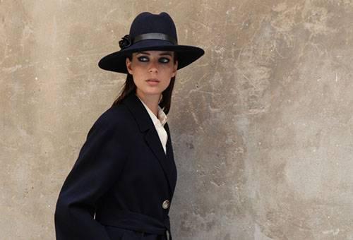Девушка в кашемировом пальто