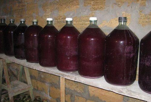 домашнее вино в погребе