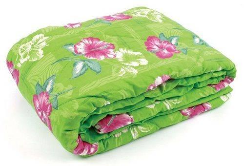 зеленое ватное одеяло