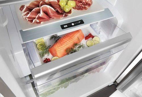 красная рыба в холодильнике
