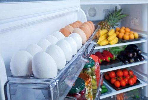 яйца куриные в холодильнике