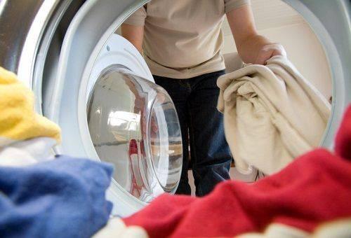 одежда в стиральной машинке
