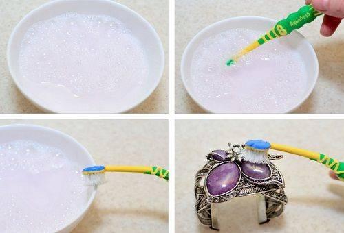 чистка браслета раствором из пищевой соды, мела и воды