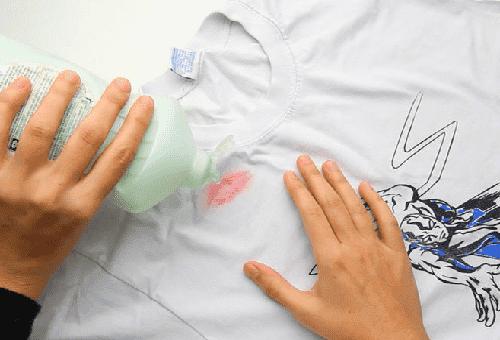 следы помады на рубашке